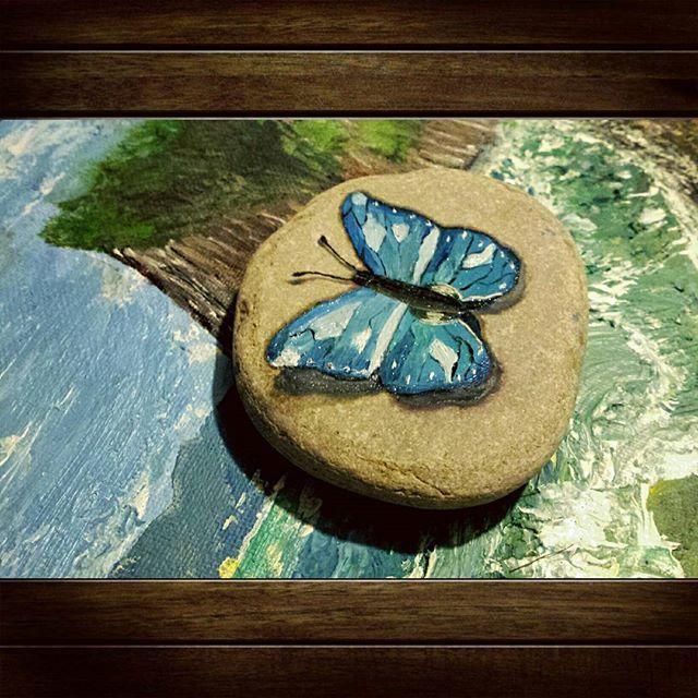 Захотелось попробовать нарисовать что-нибудь в 3D. #3d #бабочка #масло #oil #маслокамень #3dрисунок #3dрисунокнакамне