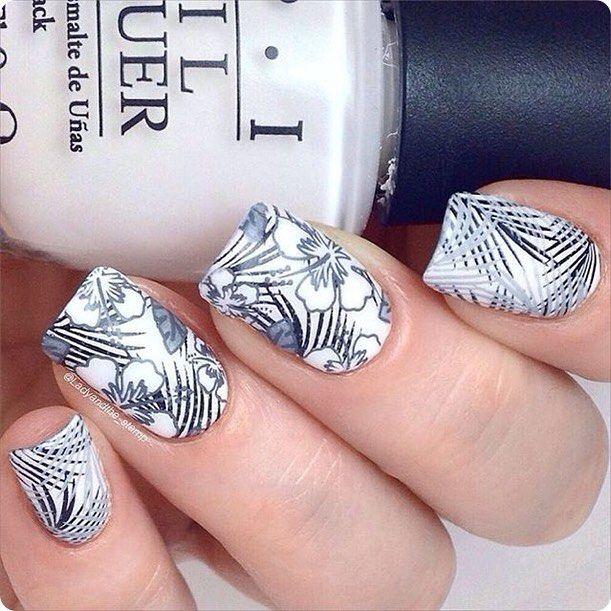 Reverse stamping tout blanc réalisé par @ladyandthe_stamp avec deux motifs de la plaque TP01 #topatopa #topatopa_fr