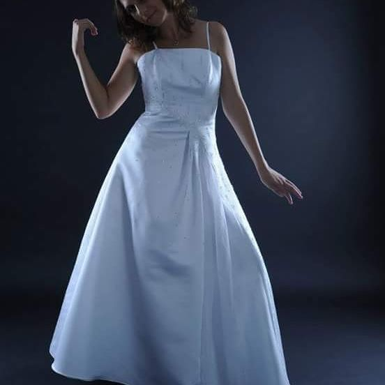 Svatební šaty u nás k zapůjčení i prodeji Velikost: 38