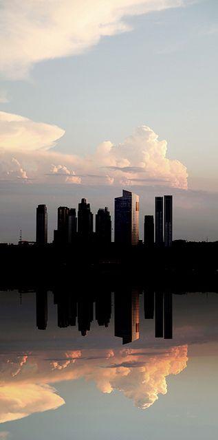 Buenos Aires, Argentina . Todo el esplendor de una ciudad que se yergue altiva , mirando  al Rio de la Plata . . .    @swami1951