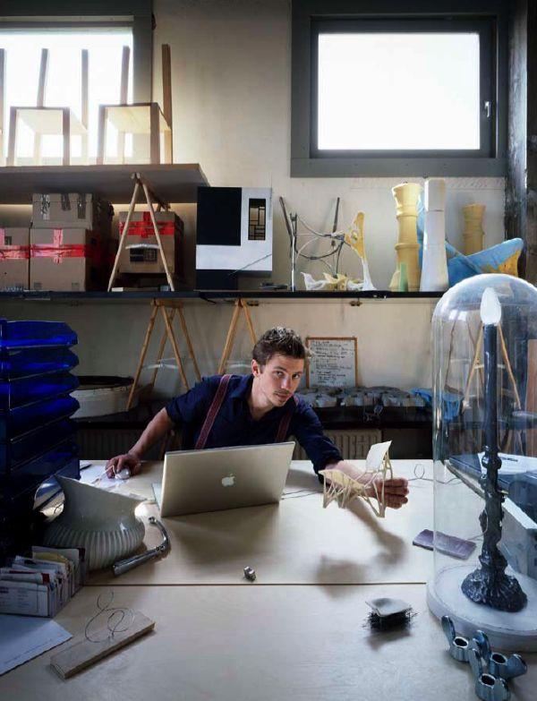02-10 Wat is jullie ontwerpfilosofie? Joris: 'Wij proberen vooruit te lo- pen op wat er in de nabije toekomst mogelijk zal zijn. Daarvoor werken we vaak samen met wetenschap- pers. Een wetenschapper houdt het op publicaties, wij proberen zijn ontdekkingen te vertalen in een ontwerp.