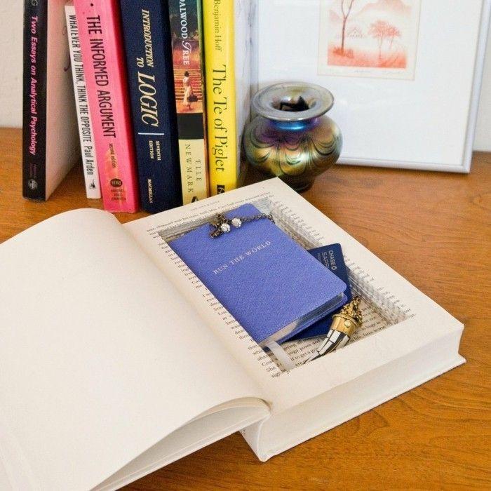un petit coffre-fort caché dans un livre, une idee de cadeau a faire soi meme