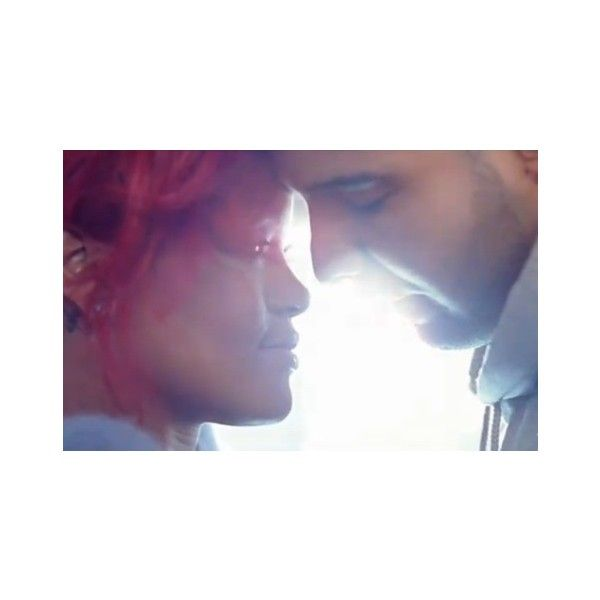 """Rihanna And Drake Snuggle Up In Their """"What's My Name"""" Video 
