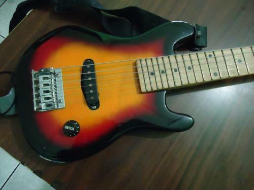 En merliot vendo guitarra electrica pequeña ideal para ninos y adolescentes en optimas condiciones. $ 65.00 neg. mas info al 2557-5901