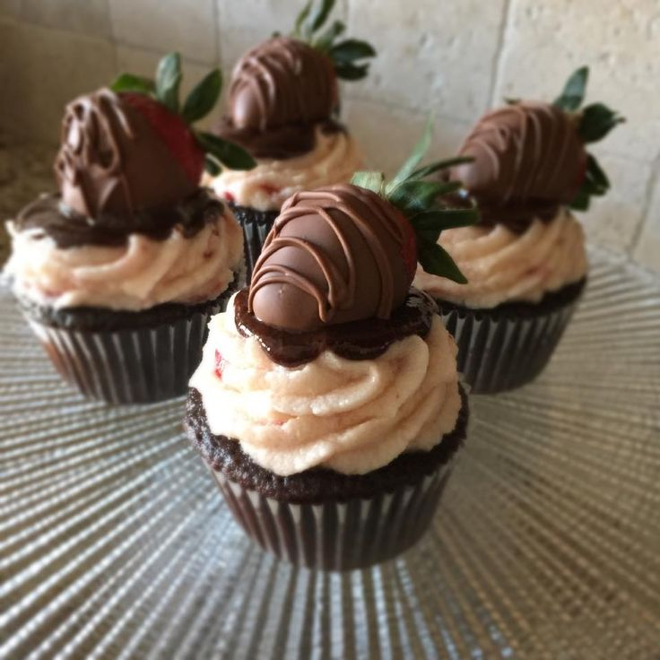 Chocolate Covered Strawberry Cupcakes. Chocolate cake, strawberry ...