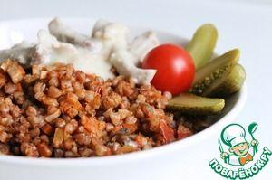 Гречка с овощами и грибами в томатном соусе