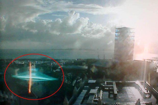 OVNI Hoje!OVNI / UFO no é avistado sobre faculdade no Reino Unido. Mas seria um objeto sólido? » OVNI Hoje!