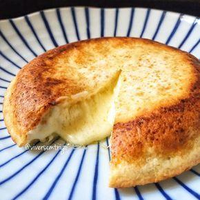 Bom dia!!!! Por aqui o nosso pãozinho é assim, pácábá com tudo!!!! Pão de queijo de frigideira recheado com muito queijiiiimmmm!!! Isso é AM...