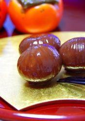 楽天が運営する楽天レシピ。ユーザーさんが投稿した「秋の黒い宝石♡基本の栗の渋皮煮」のレシピページです。難しいように思える栗の渋皮煮ですが基本はシンプル♬初心者さんにも必ずできる美しい栗の渋皮煮です♡秋を満喫して下さいね♡。栗の渋皮煮。栗(皮付),砂糖,重曹