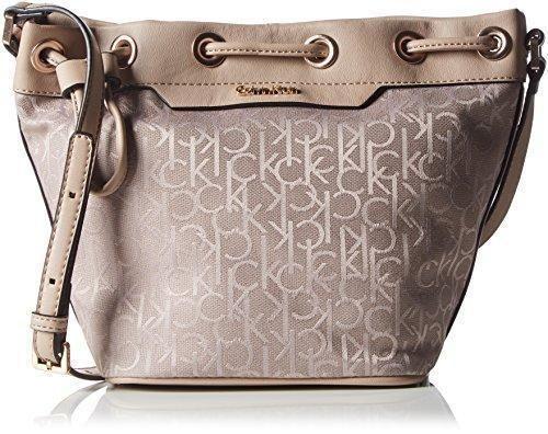 Oferta: 99.9€ Dto: -14%. Comprar Ofertas de Calvin Klein JeansLARA SMALL BUCKET BAG - Bolso bandolera Mujer , color Beige, talla 19x31x16 cm (B x H x T) barato. ¡Mira las ofertas!