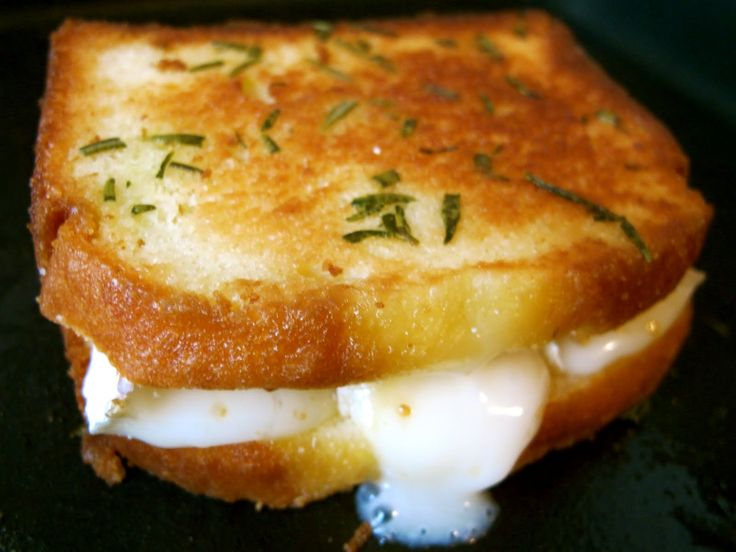 POUNDCAKE GRILLED CHEESE WITH BRIE, FIG JAM, AND ROSEMARY BUTTER (pound cake)
