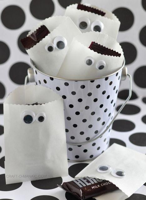 Paper Ghost Favor Bags! #hallloween #halloweenparty #halloweentreats
