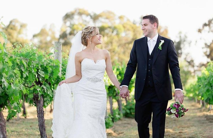 Romance in the vineyard at Lindenwarrah at Milawa // Photography by Briony Hardinge Photography