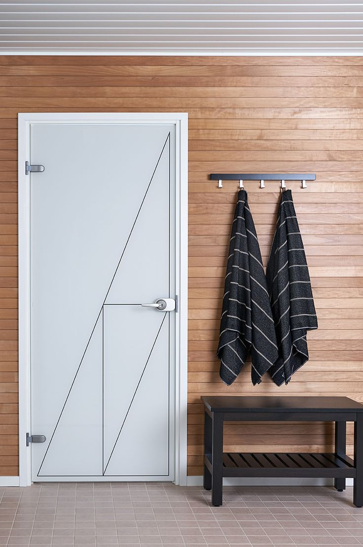 JELD-WENin Spa-malliston läpinäkymätön lasiovi Linja+ ja Liituraita-pyyhkeet http://www.jeld-wen.fi/ovet/sisaovet/sisaovivalikoima/tuotesivu/?productId=19277