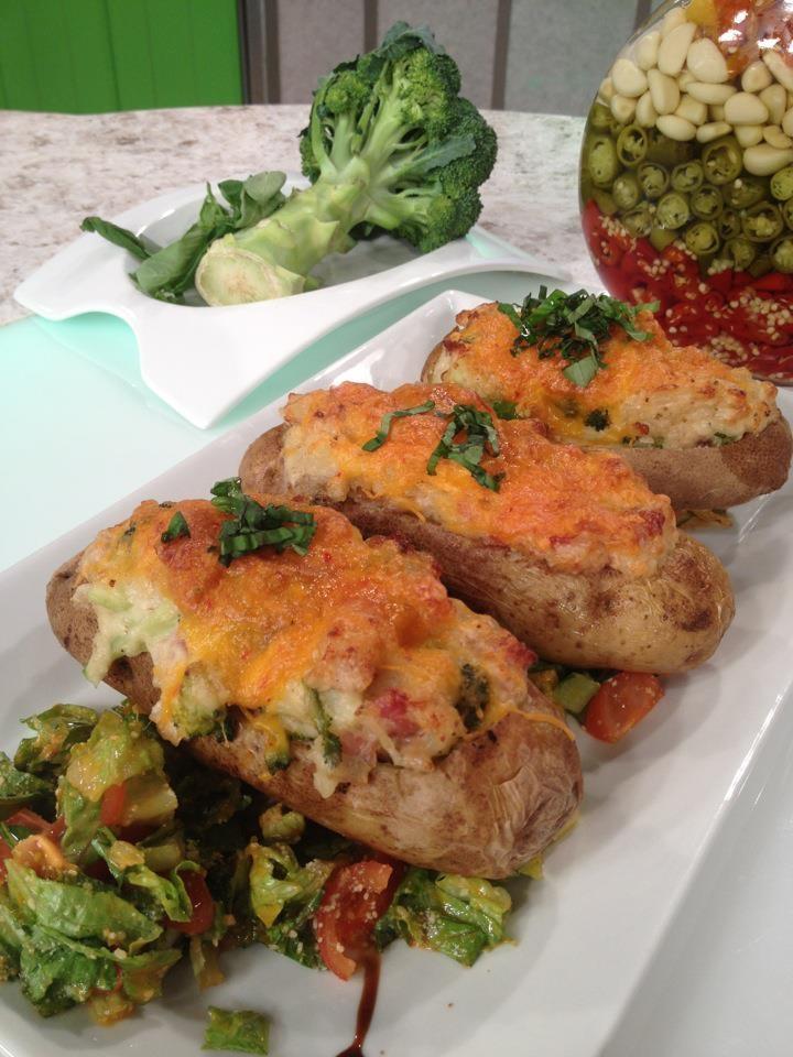 ¡Receta! Papas rellenas de pollo y brócoli - http://www.sal.pr/recetas/papasrellenasdepolloybrocoli.html