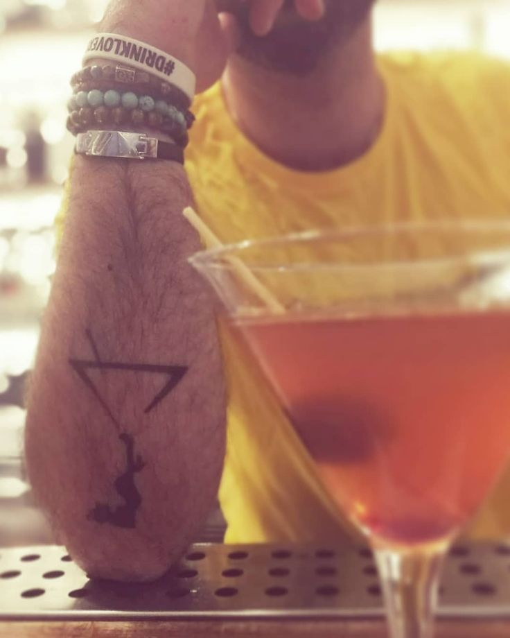 Do you trust me? #DrinkLovers #Bar #Bartending #Bartender #barlife #drinks #drinkoftheday #cocktails #cocktailgram #CocktailLover #thirsty #yummy #twist #martini #gin #vodka #whisky #tattoo #tattoos #DittaArtigianale #DittaSprone #picture #picoftheday #photoedit #effects