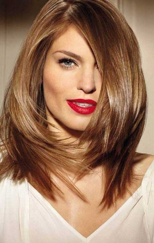Best Haircuts For Round Faces And Straight Hair