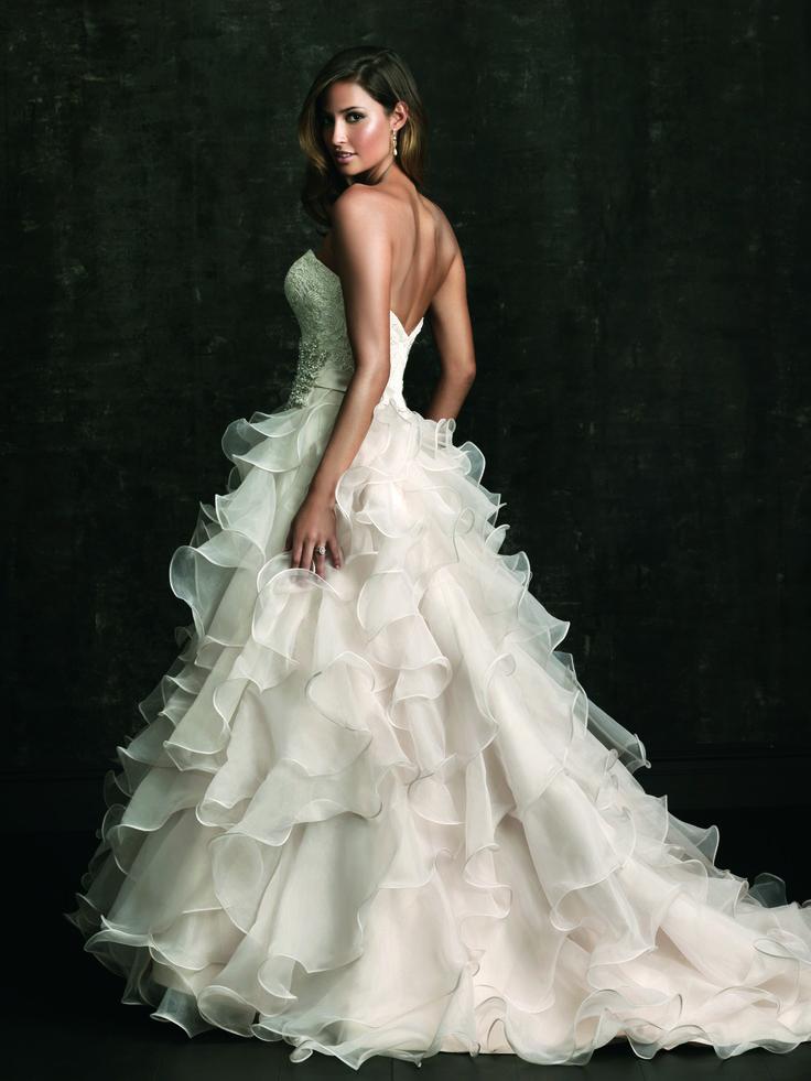 Wedding dress | Bridal | Allure Bridals | Style 8955 | Ball gown | organza | Sweetheart neckline | Lace | Swarovski brooch