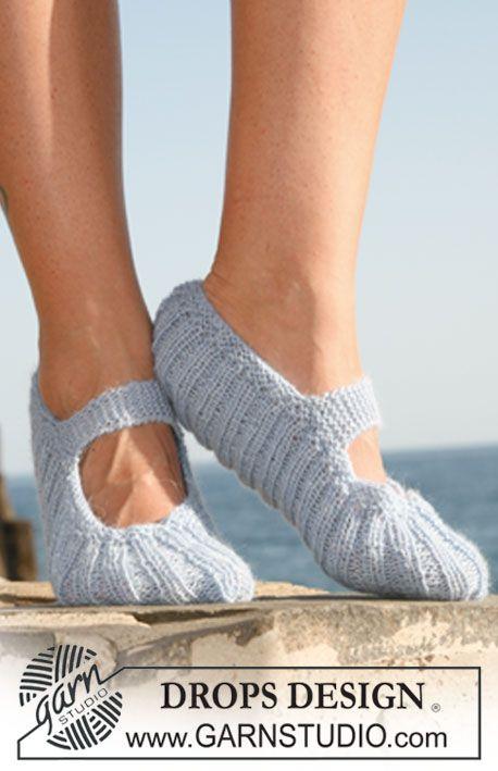 "DROPS slippers in rib in ""Alpaca"". ~ DROPS Design"
