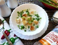Окрошка по-польски с сыром  Окрошка по-польски готовится с сыром и сухариками. Получается с насыщенным молочно-сырным вкусом, по-летнему легкой и освежающей! #едимдома #рецепт #готовимдома #кулинария #домашняяеда #окрошка #сыр #молоко #обед #летнееменю