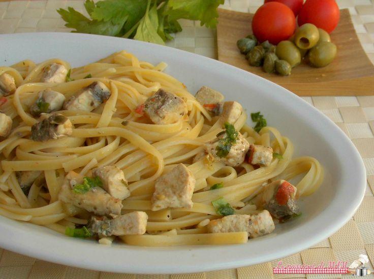 Linguine saporite con il pesce spada un primo piatto di pesce semplice e veloce da preparare, con olive, capperi e pomodori. Blog giallo zafferano
