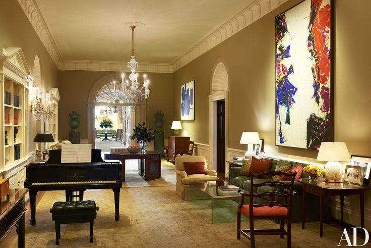 The Center Hall in the White House contains Peter Schlesinger urns (at rear, on pedestals) and paintings by Sam Francis (far right) and Hans Hofmann.