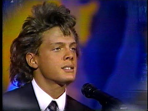 Luis Miguel Palabra de honor - YouTube