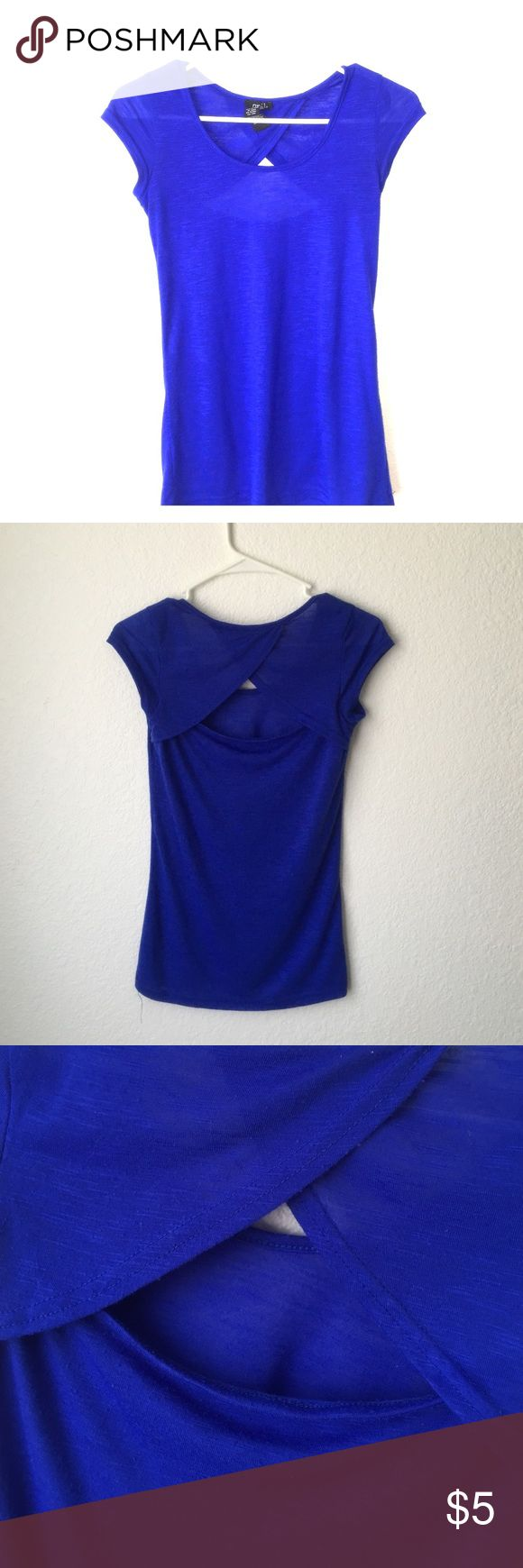 Blue tee Blue tee from rue21 with slights opening in the back. This shirt was only worn a few times and is in perfect condition. Rue 21 Tops Tees - Short Sleeve