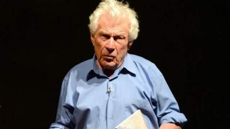 John Berger, photo AFP. —John Berger, né le 5 novembre 1926 dans le borough londonien de Hackney et mort le 2 janvier 2017 à Antony, est un écrivain engagé, romancier, nouvelliste, poète, peintre, critique d'art et scénariste britannique.
