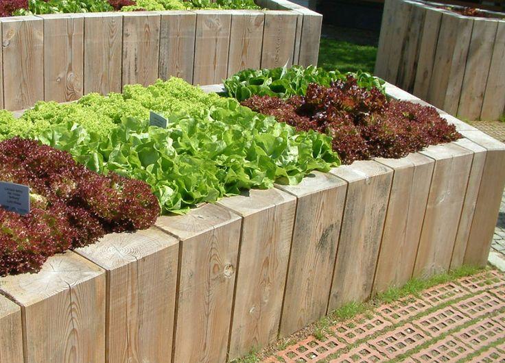 nette idee zur begrenzung mit holz garden. Black Bedroom Furniture Sets. Home Design Ideas