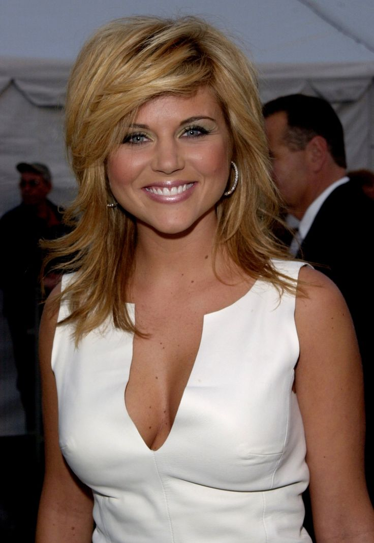 Tiffani Thiessen... I love Kelly & I love this hair style!!