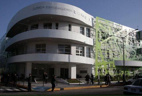 """El Gobierno del Distrito Federal puso en operación la Clínica Especializada en VIH """"Dr. Jaime Sepúlveda Amor"""", en Iztapalapa, para la atención integral de hasta 20 mil pacientes."""