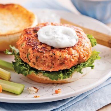 Burger de saumon - Recettes - Cuisine et nutrition - Pratico Pratique