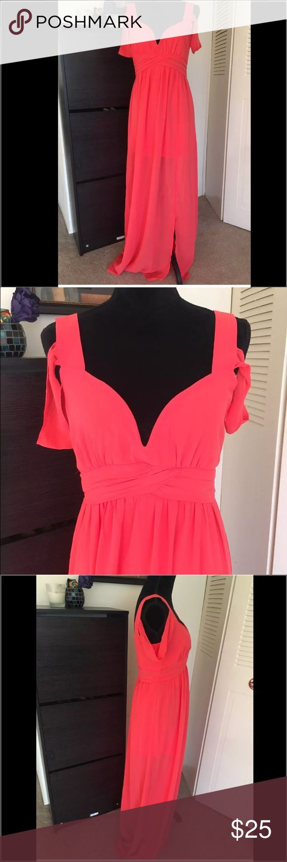 NWT Windsor long coral dress size large This is a new with tags long coral dress by Windsor. It's a beautiful dress. Light material. Perfect for the season. And it's size large. This dress retails in stores for $49.90. WINDSOR Dresses Maxi
