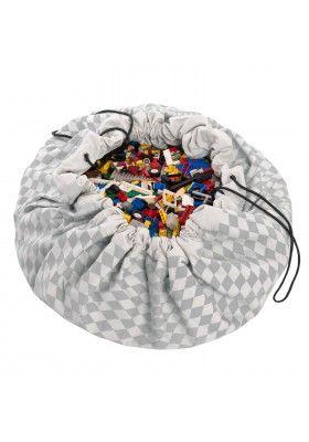Sac à jouets de rangement gris Diamond Play&Go. Très ludique et très pratique, il permet de ranger les jouets et jeux en toute simplicité. Il peut servir également de tapis de jeux. La corvée de rangement des jouets devient amusante car il permet de sortir les jouets et de les ranger en un clin d'œil. Nos petits vont être ravis et leurs mamans aussi.
