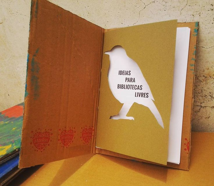 O livro Ideias para Bibliotecas Livres é inteiramente ilustrado por pássaros. Cada capítulo tem um passarinho diferente que nos leva a conhecer compreender e fazer parte do mundo das bibliotecas livres e alçar novos voos. São 11 capítulos 88 páginas  2 posters tutoriais. Após a leitura você tem as ferramentas para começar ou dar continuidade ao seu projeto de incentivo à leitura ou biblioteca. Tire seu sonho do papel. Transforme-o em realidade. Até o dia 31/12/2016 o livro custa R$2200 com…