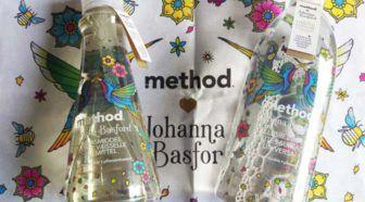 Method limited edition 2017: geur en design van Johanna Basford #winactie Geschreven door Cecile Bol voor Eigenwijs Blij.  Ken je method al? Deze ecologisch verantwoorde schoonmaakproducten hebben net iets interessantere geuren dan andere schoonmaakmiddelen en zitten bovendien in mooi uitziende flessen. En goed schoonmaken doen ze gelukkig ook. Eens per jaar komt method met een mooie limited edition. In 2017 werken ze samen met Johanna Basford bekend van de kleurboeken voor volwassenen…
