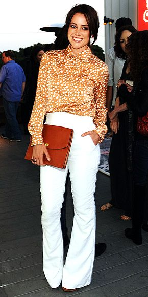I really like this whole outfit ... the white pants, the orange/gold blouse, the oversize clutch ... would be great for school.