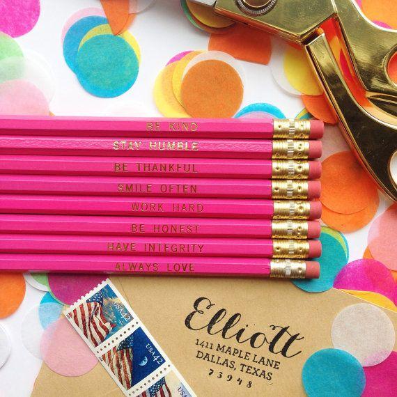 Art zu sein, bescheiden bleiben, sei dankbar, arbeiten hart, Satz 8 Rosa Sechskant-Stifte, Bleistifte Blattgold, personalisierte Bleistifte, Bleistifte graviert