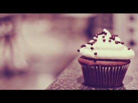 Como hacer Cupcake al Microondas - YouTube  En Receta Fácil te muestro como hacer Cupcake de Chocolate hechos al Microondas. Facebook: http://www.facebook.com/MaxxGuetta FanPage: https://www.facebook.com/RecetaFacilc... Twitter: http://www.twitter.com/MaxxGuetta Google +: http://plus.google.com/u/0/1053796902... Pinterest: http://pinterest.com/recetafacil Youtube Channel: http://www.youtube.com/user/maxxguetta