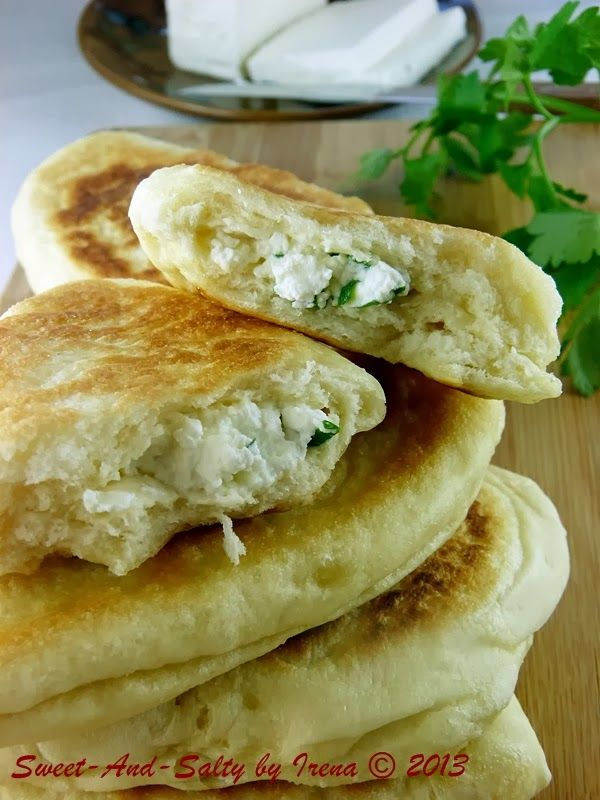 sweet-and-salty: Turski prženi feta hlepčići / Turkish Pan Fried Feta Breads