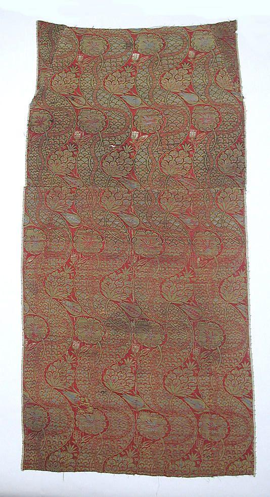 Fragment  Date:     16th century Geography:     Turkey, Bursa Culture:     Islamic Medium:     Silk and metal thread