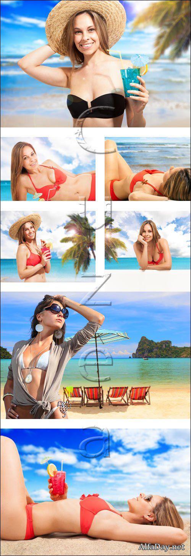Прекрасные девушки на пляже / Beautiful womans on the beach - stock photo