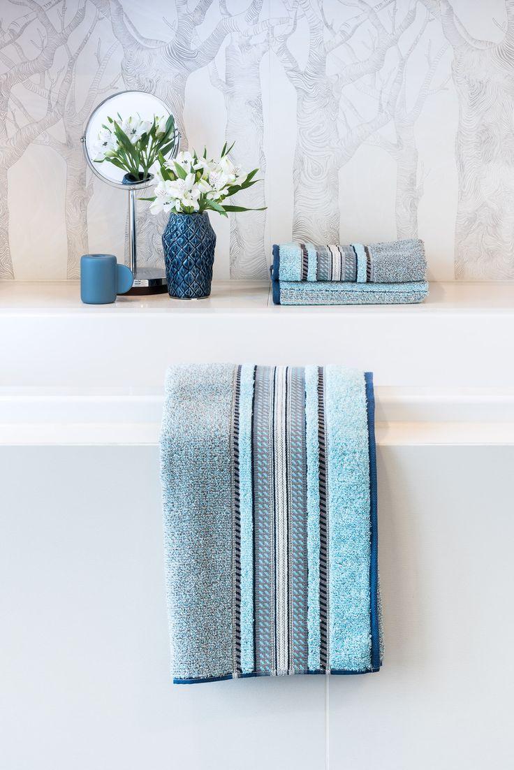 die neuen super weichen Handtücher von Möve im klassischen Style // das Edinburgh Melange mit Bordüre  in Aqua Blau für Dein Badezimmer im ATALA Blog entdecken