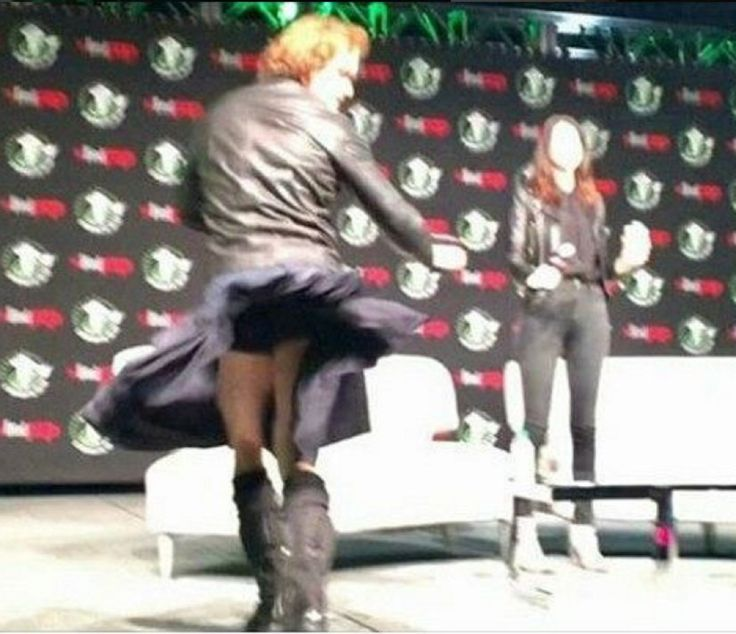 """@SamHeughan @caitrionambalfe Sam, is this your """"money"""" shot? Teasing fans at #ECCC2017! ❤️❤️ instagram.com/p/BROwhCUjci3/…"""