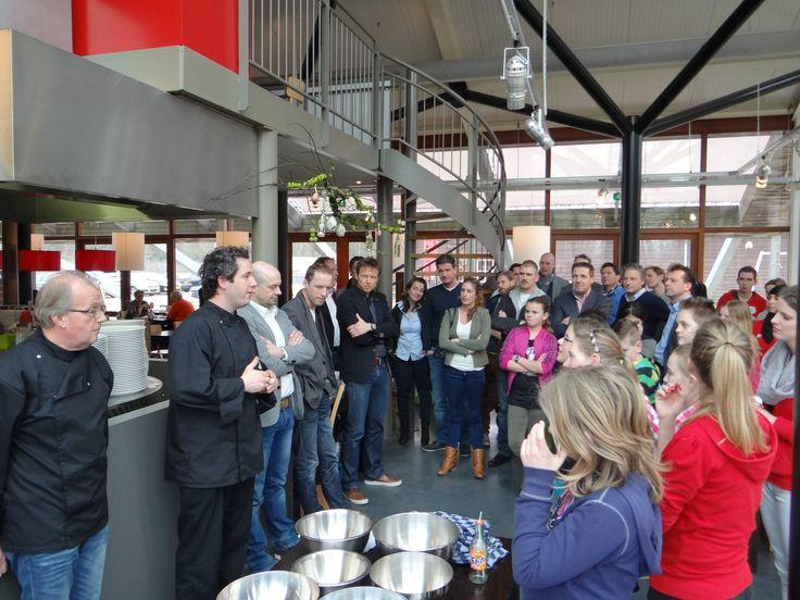 """Maart 2013: Kookworkshop met Playing for Success Eindhoven.  Een uniek concept waarbij ontwikkelingskansen van kinderen en jongeren wordt vergroot. Het gaat om kinderen die een """"steuntje in de rug"""" kunnen gebruiken bij het vergroten van het zelfvertrouwen, de motivatie, de samenwerking met andere kinderen en/of positiever over zichzelf mogen zijn."""