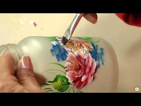Aprenda a reciclar vidros com a técnica do falso jateado. A querida Tays Rocha, do blog Atelier Mundo Country, nos ensina! Amei a aula, e espero que vocês gostem também. Para o efeito do falso jateado, os produtos utilizados são: Jateado e tin...