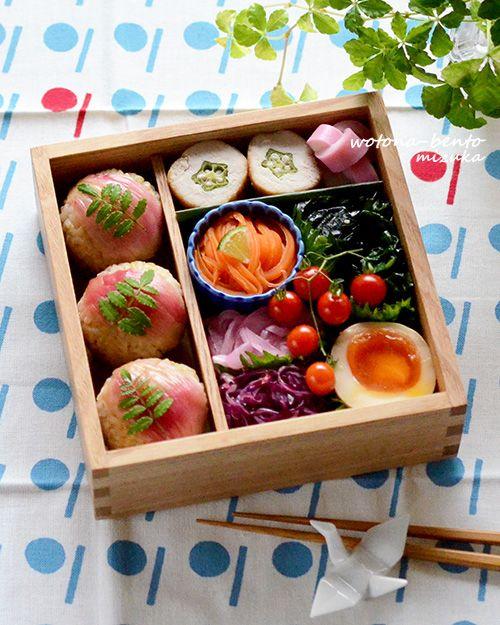 4/28 茗荷の玄米おにぎりとオクラのささみ巻きの重箱弁当