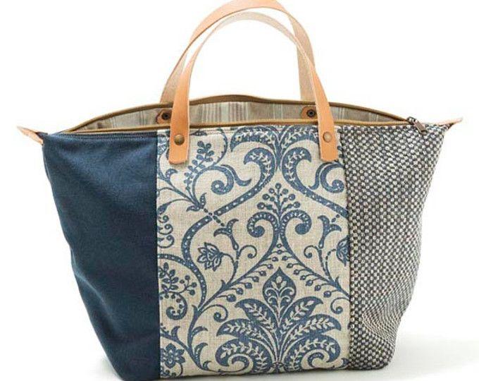 """SACO PEQUENO  Mala, estilo saco, em tecido, forrada. Alça em couro natural. Pode ser usado tanto no ombro como no braço.  100% original design & handmade by AnaCaracciolo.  Todos os nossos produtos são controlados e devidamente numerados. Medidas: 42x31x14 cm 16,5x12,2x5,5 inch  Uma das malas mais desejadas do momento é a """"Bolsa Saco""""! Também conhecida como """"Bucket Bag"""". Este modelo, teve um enorme sucesso na década de 90, voltou, em grande estilo, para o mundo da moda. A sua estrutura base…"""