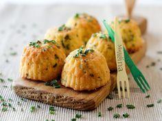 I mini muffin salati con erba cipollina sono molto semplici da preparare, buonissimi da gustare, congelabili, perfetti nei buffet e come finger food,.